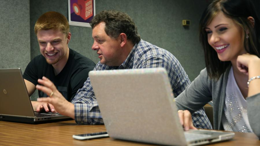 Associate Professor Kevin Tharp and students are photographed during a Web Production and Distribution lab class.
